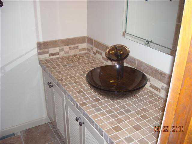 Bathroom Tile Counter and Sink